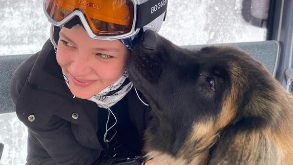 Alesya Kafelnikova merasakan salju di Los Angeles. (Instagram Alesya Kafelnikova)