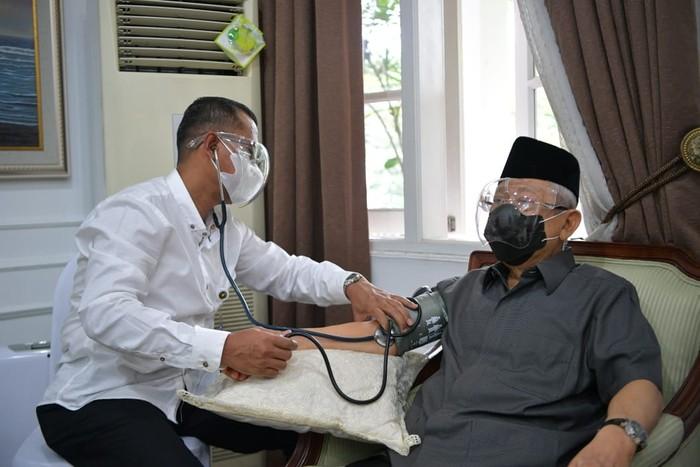 Wakil Presiden Ma'ruf Amin Jalani Vaksinasi COVID-19