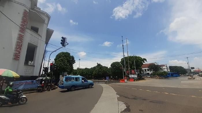 Angkutan umum di Kawasan LEZ Kota Tua Jakarta..