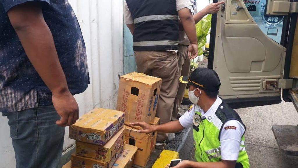 Tanpa Dokumen, Paket Puluhan Burung dari Sumatera Diamankan di Merak