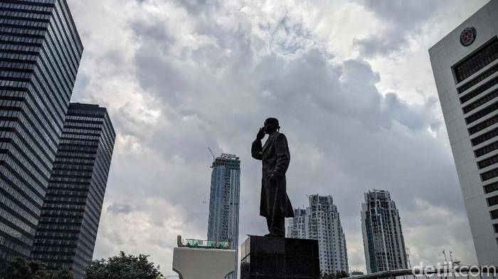 Dalam beberapa hari lalu, Jakarta selalu diguyur hujan, namun hari ini cuaca Jakarta terpantau cerah berawan. Yuk kita nikmati.
