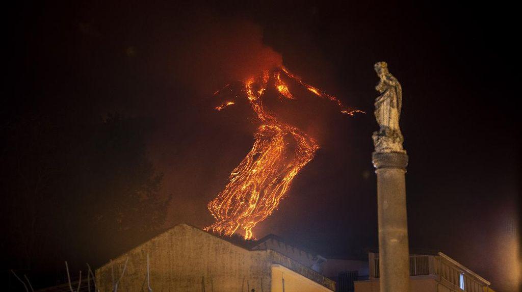Gunung Api Paling Aktif di Eropa Kembali Erupsi