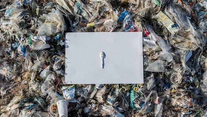 Sampah masih menjadi permasalahan serius bagi berbagai negara di dunia, termasuk Indonesia. Berikut sejumlah sampah yang ditemukan di beberapa pantai di Bali.