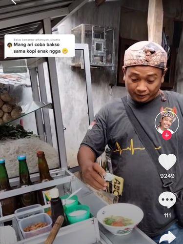 Kisah Mang Ari, Tukang Bakso Dapat Pesanan Bakso Campur Kopi dan Roti