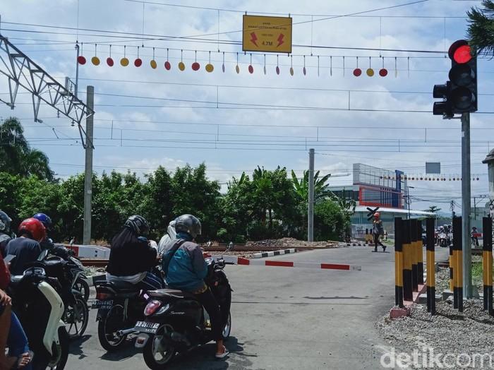 Lampu bangjo atau traffic light yang bikin ngeri pengendara akhirnya dipindah, Klaten, Kamis (18/2/2021).