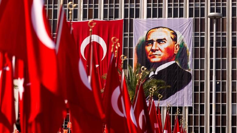Perayaan 19 Mei 2019 Memoriam of Mustafa Kemal Ataturk, Youth and Sports Festival Izmir Konak Turkey. Republic Square.