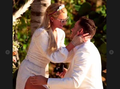 Paris Hilton dilamar sang kekasih