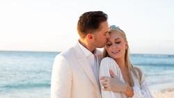 Ini Daftar Kado Pernikahan yang Diminta Paris Hilton, Totalnya Rp 850 Juta