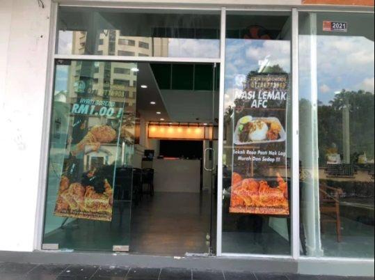restoran ayam goreng berikan makanan gratis
