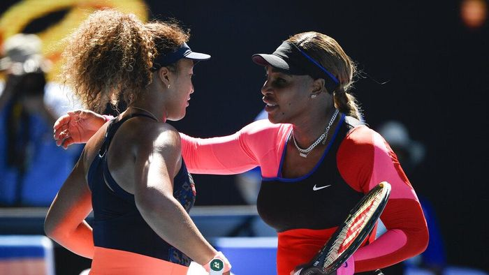 Japans Naomi Osaka, left, is congratulated by United States Serena Williams after winning their semifinal match at the Australian Open tennis championship in Melbourne, Australia, Thursday, Feb. 18, 2021.(AP Photo/Andy Brownbill)