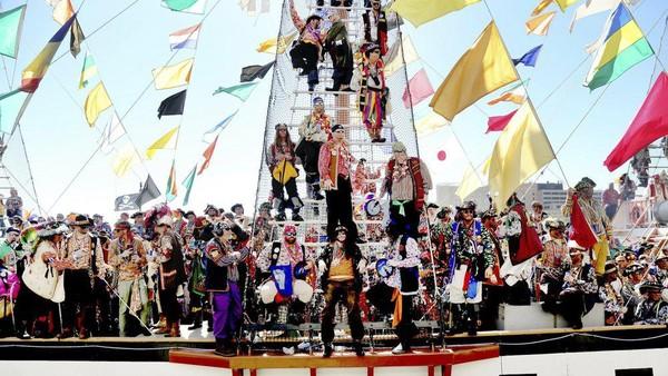 Lebih dari 100 tahun, festival bajak laut Gasparlilla selalu digelar di Tampa, AS. Acara ini selalu menarik ratusan ribu orang setiap tahunnya. (AP)