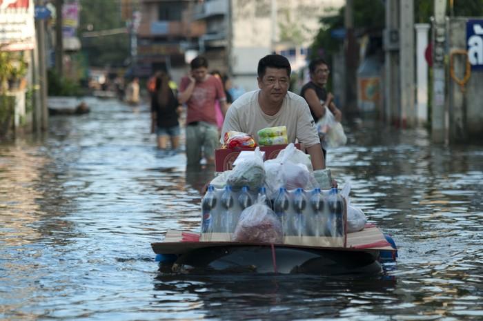 Banjir Kembali Melanda Jakarta, Ini Cara Jaga Keamanan Makanan dan Air