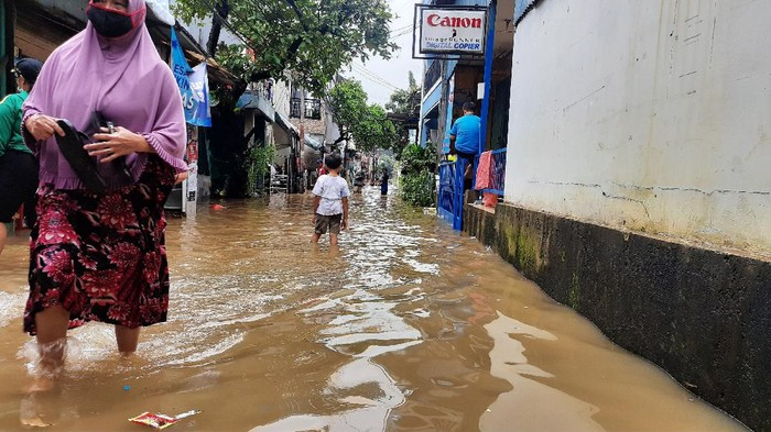Banjir melanda RW 04 Cipinang Melayu Jaktim (Foto: Fathan/detikcom)