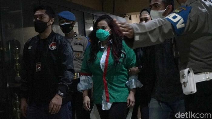Humas Polda Metro Jaya, Yusri Yunus saat memberi keterangan pers terkait penyalahgunaan narkoba Jennifer Jill di Polres Metro Jakarta Barat, Jakarta, Jumat, (19/2/2021).
