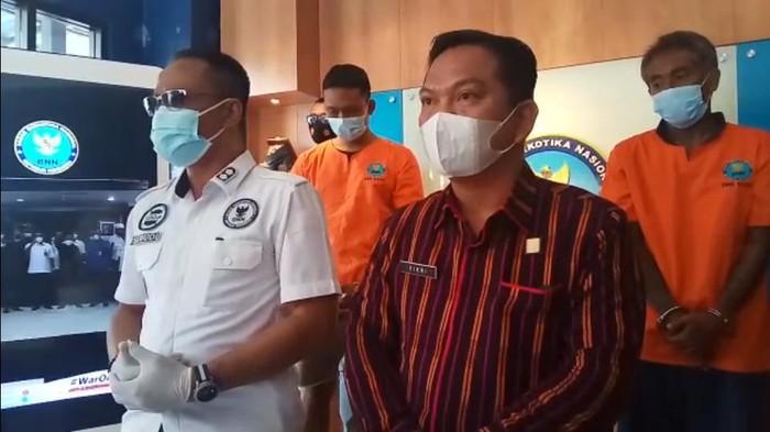 BNNK Badung menangkap dua pengedar dan satu napi di Lapas Kerobokan yang menjadi sindikat pengedar sabu di Bali (dok. BNNK Badung)