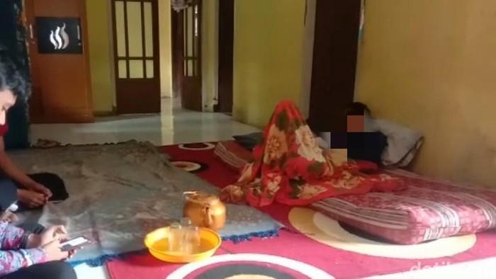 BS, pemuda di Cianjur terbaring menjalani perawatan mandiri di rumah usai potong kemaluannya sendiri