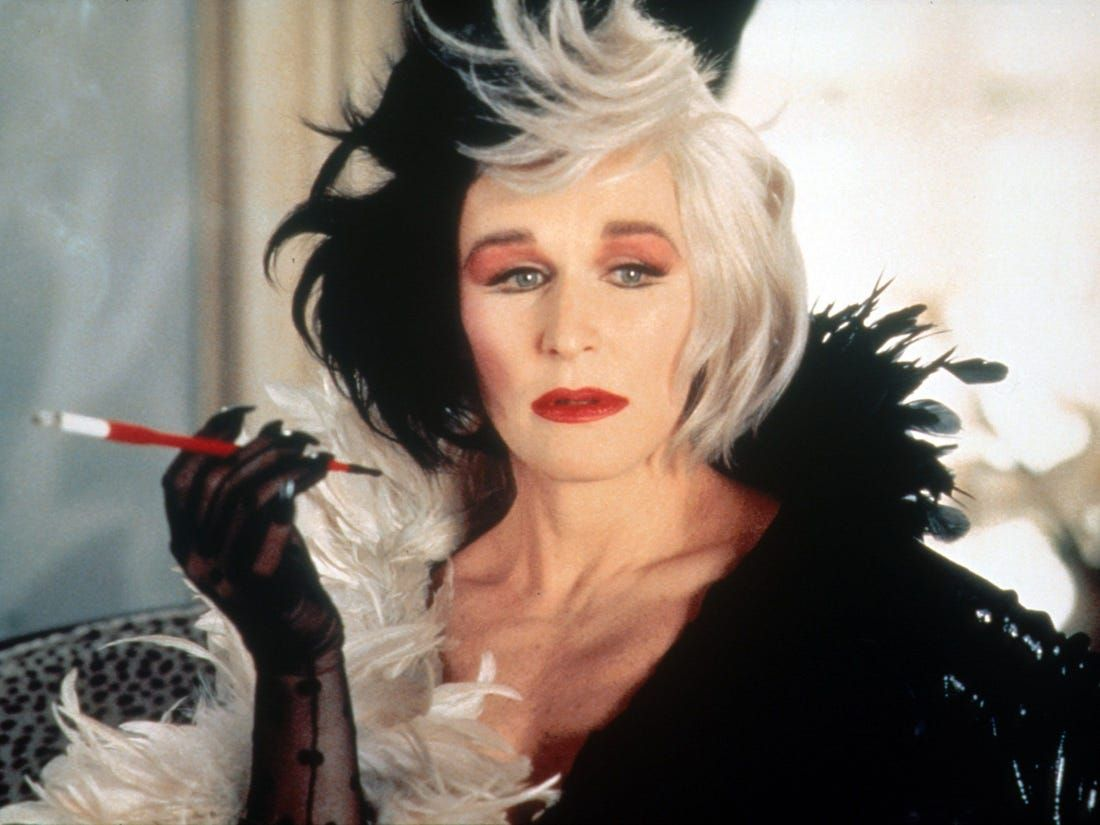 Emma Stone memerankan Cruella de Vil di film Disney Cruella