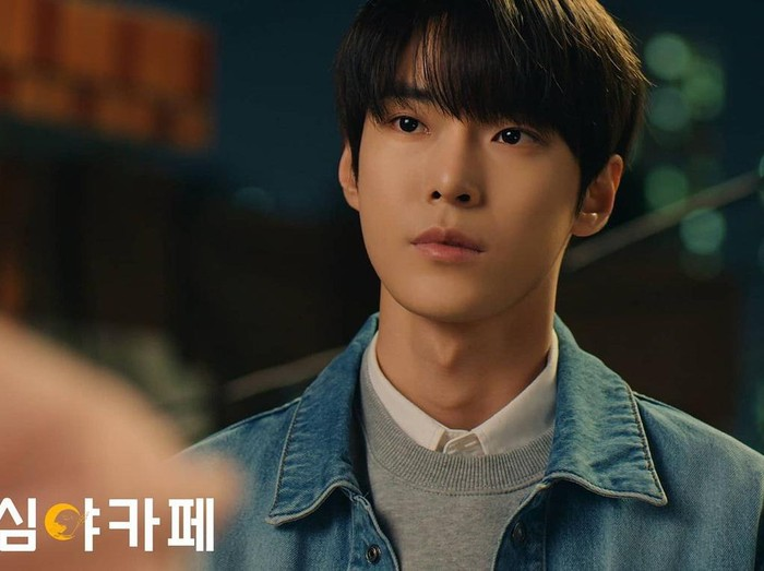 Doyoung NCT di drama Korea Cafe Midnight Season 3