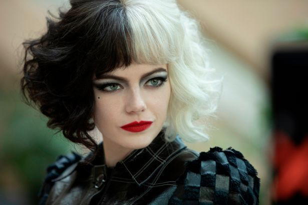 Emma Stone sebagai Cruella de Vil