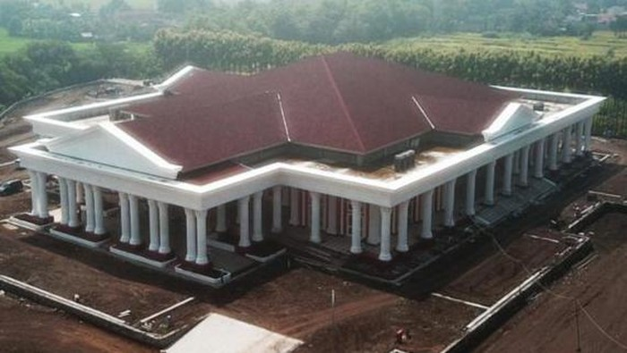 Gedung pertemuan Grha Megawati yang dibangun Pemkab di Desa Buntalan, Kecamatan Klaten Tengah.