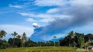 Gunung Raung Masih Erupsi, Potensi Hujan Abu Juga Ada