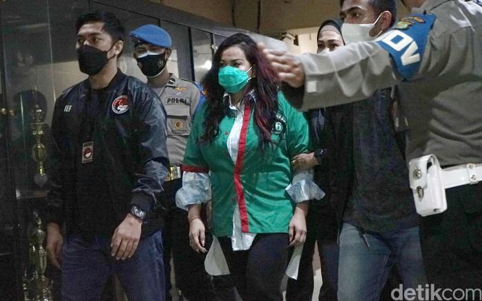 Jennifer Jill saat ditemui di perilisan kasus narkoba di Polres Metro Jakarta Barat.