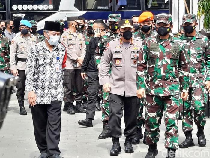 Kapolri Jendral Listyo Sigit Prabowo di Kalurahan Maguwoharjo, Depok, Sleman, Jumat (19/2/2021).