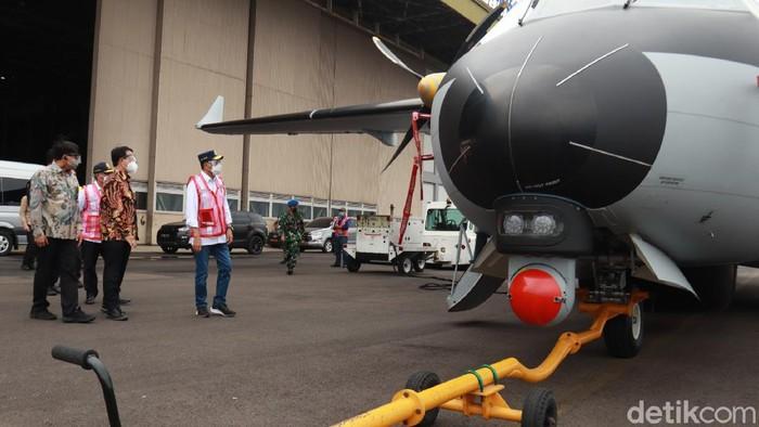 Menteri Perhubungan Budi Karya Sumadi berkunjung ke hanggar PT Dirgantara Indonesia (PTDI). Budi kepincut pesawat buatan dalam negeri ini.