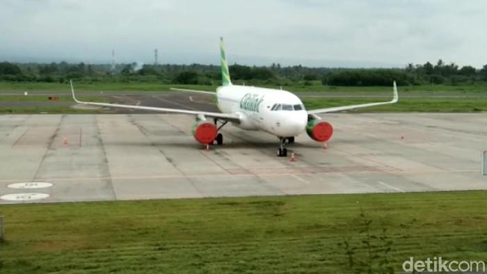 Bandara Banyuwangi kembali ditutup sementara karena ada abu vulkanik erupsi Gunung Raung. Beberapa penerbangan dibatalkan.