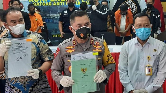 Polda Metro Jaya merilis penangkapan mafia tanah penjarah rumah ibu Dino Patti Djalal.