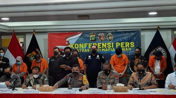 Polda Metro Jaya tangkap Fredy Kusnadi terkait mafia rumah ibu Dinno Patti Djalal