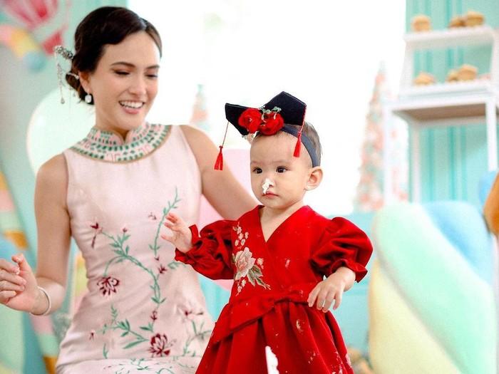 Putri Shandy Aulia, Claire Herbowo