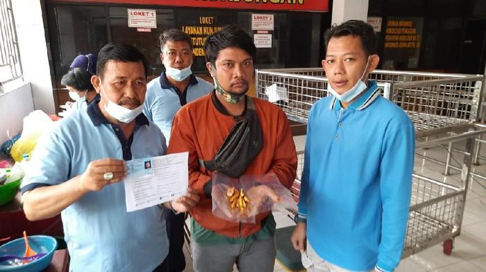 Aksi penyelundupan sabu terjadi di Rutan Klas I Surabaya di Medaeng-Sidoarjo. Sabu dimasukan ke dalam perut ikan mujaer pepes.