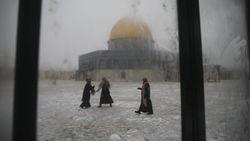 Penampakan Masjid Al Aqsa dan Tembok Ratapan yang Berselimut Salju