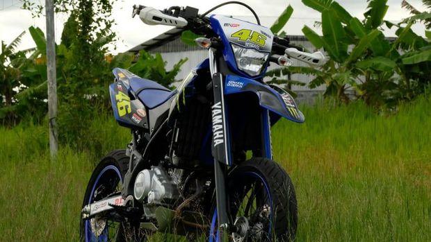 Yamaha WR155R bergaya supermoto