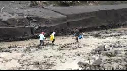 Sempat Terjebak Banjir Lahar Semeru, 10 Warga Lumajang Berhasil Dievakuasi