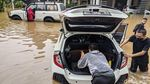 Banjir Setinggi Paha Rendam Kemang