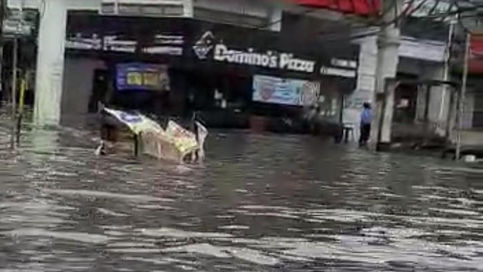 Banjir masih merendam sejumlah titik di Kedoya, Jakarta Barat