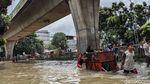 Banjir Putuskan Jalan Tendean