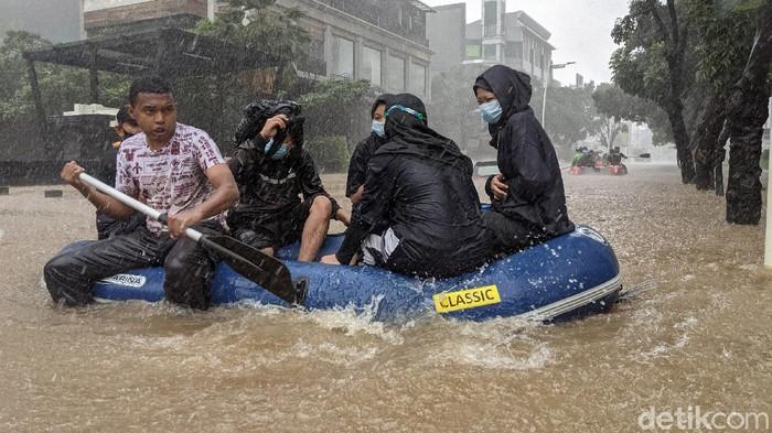 Banjir merendam Jalan Kemang Raya, Jakarta Selatan, Sabtu (20/2/2021) Ketinggian banjir mencapai 1,5 meter.