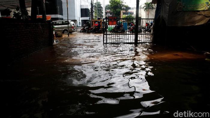 Pasir Cipulir juga terendam banjir, Sabtu (21/2/2021). Banjir disebabkan oleh meluapkan Kali Pesanggrahan.