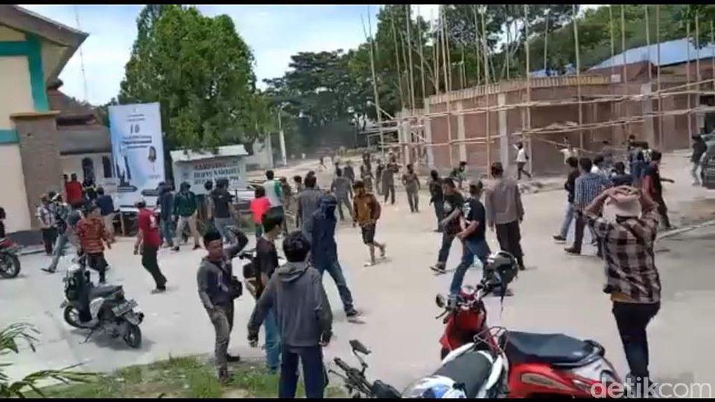 Detik-detik Bentrokan Mahasiswa di Acara HMI Polman