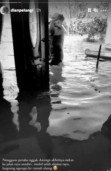 Dian Pelangi kebanjiran, panik mengungsi