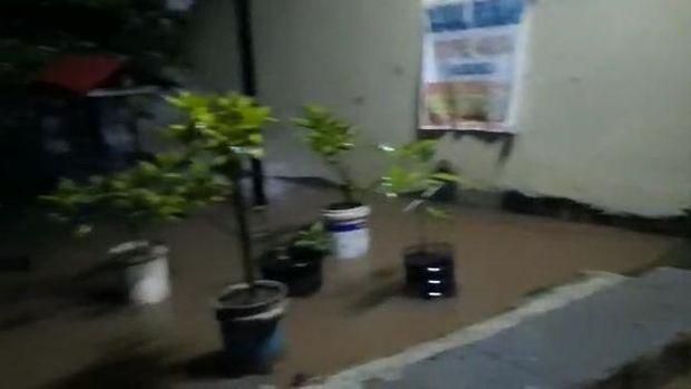 Genangan di Perumahan Wahana Pondok Gede, Bekasi, Sabtu (20/2) sekitar pukul 3.32 WIB