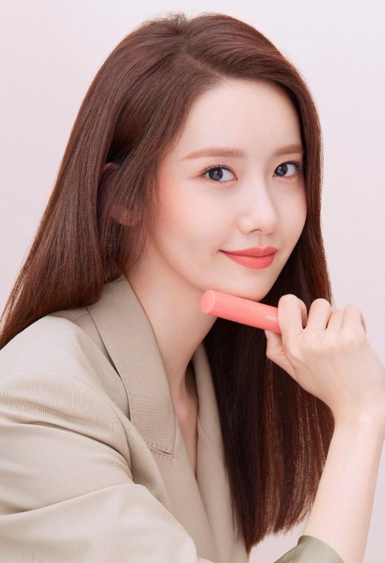 Seulgi Red Velvet viral hingga dijadikan meme karena bergaya mirip PNS. Ini 8 idol KPop lain yang mengenakan baju mirip seragam PNS