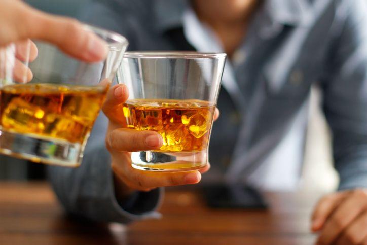Kenapa Saat Mabuk Minuman Alkohol Orang Terlihat Lebih Menarik?