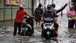 Motor Mogok Akibat Banjir di Kapuk Muara