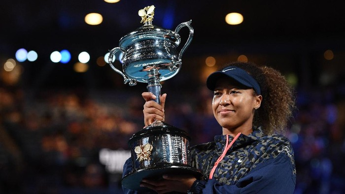 MELBOURNE, AUSTRALIA - FEBRUARY 20: Naomi Osaka of Japan poses with the Daphne Akhurst Memorial Cup after winning her Women's Singles Final match against Jennifer Brady of the United States during day 13 of the 2021 Australian Open at Melbourne Park on February 20, 2021 in Melbourne, Australia. (Photo by Quinn Rooney/Getty Images)