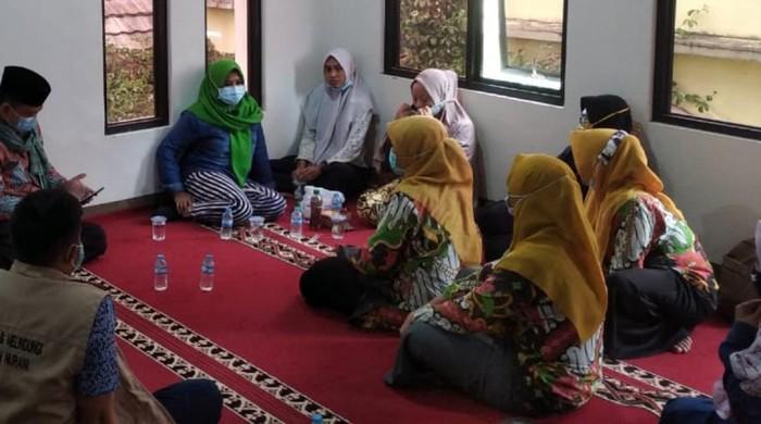 P2TP2A Sukabumi dampingi wanita asal NTB diduga korban trafficking, 21 feb 2021