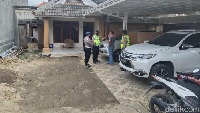 Polisi lakukan patroli rutin untuk antisipasi tindak kejahatan di kampung miliader